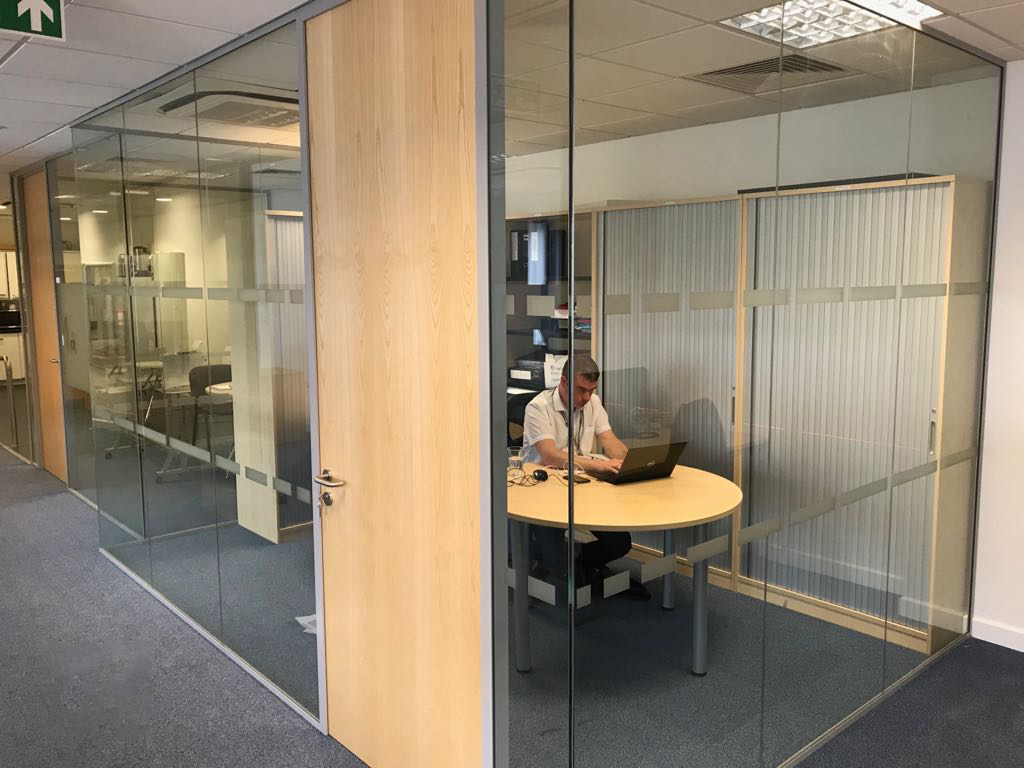 Single Glazed Partitions with frameless glass doors
